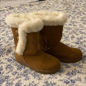 Women's SO 8 1/2 winter boots with fur.